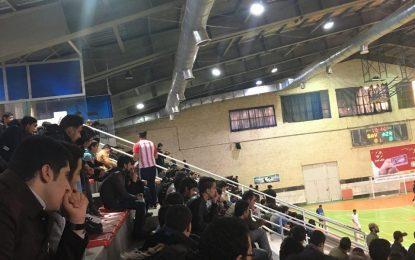 حواشی بازی شهرداری ساوه – آذرخش بندرعباس/ استقبال تماشاگران ساوجی در روز حضور عقابی روی سکوها