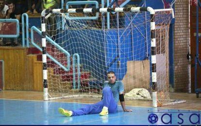 دروازه بان سابق تیم های قمی و تیم ملی از دنیای فوتسال خداحافظی کرد/مربیگری ادامه فعالیت دهقان در فوتسال