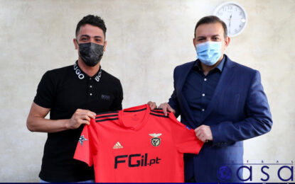 دیدار رییس فدراسیون فوتبال با ستاره تیم ملی فوتسال/ اهدای پیراهن بنفیکا به عزیزیخادم توسط طیبی